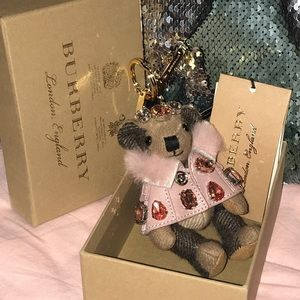 Burberry bear 🐻 with cape and crystal in camel